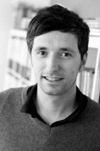 """""""Nein, ich zocke nicht den ganzen Tag"""", verrät Sebastian Ring vom JFF schmunzelnd – er bringt Kindern und Jugendlichen etwa ganz praktisch bei, sich kritisch mit Computerspielen auseinanderzusetzen. (Foto: JFF)"""